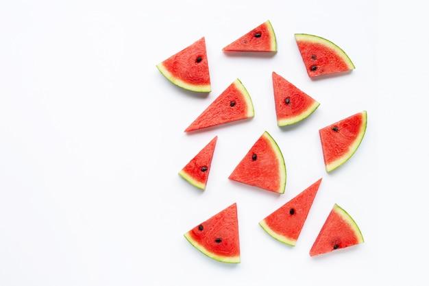 Fatias de melancia isolado no branco