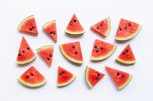 Fatias de melancia isolado no fundo branco,
