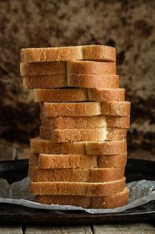 Fatias de pão brancas
