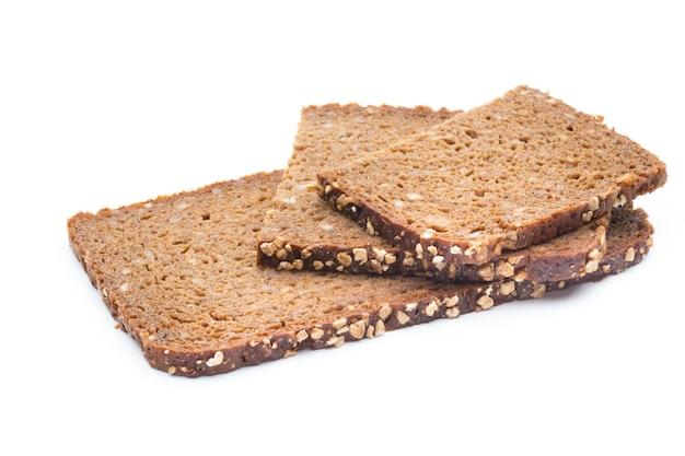 Fatias de pão de centeio isoladas
