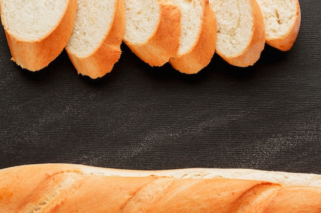 Fatias de pão e baguete