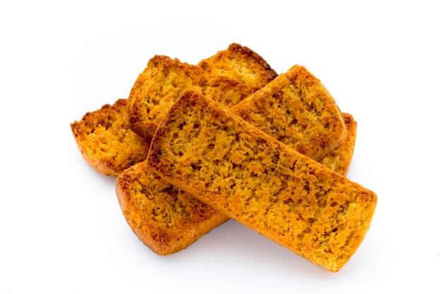 Fatias de pão torrado.