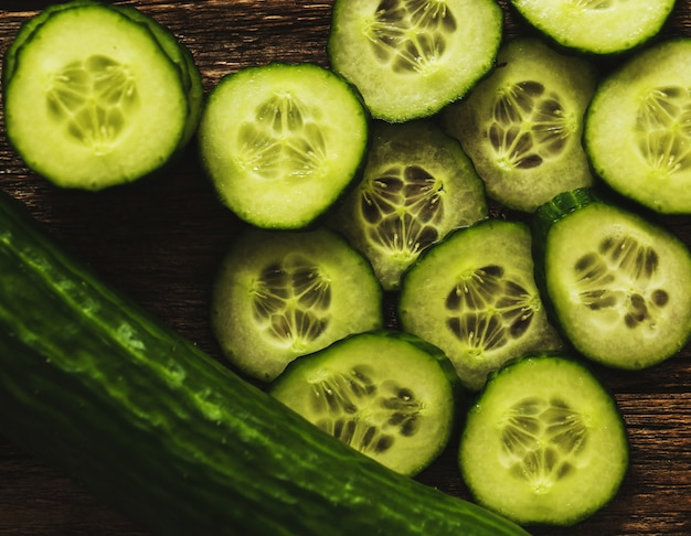 Fatias e pepino verde