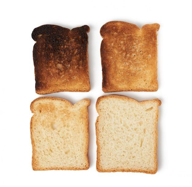 Fatias quadradas de pão feito de farinha de trigo branca torrada na torradeira