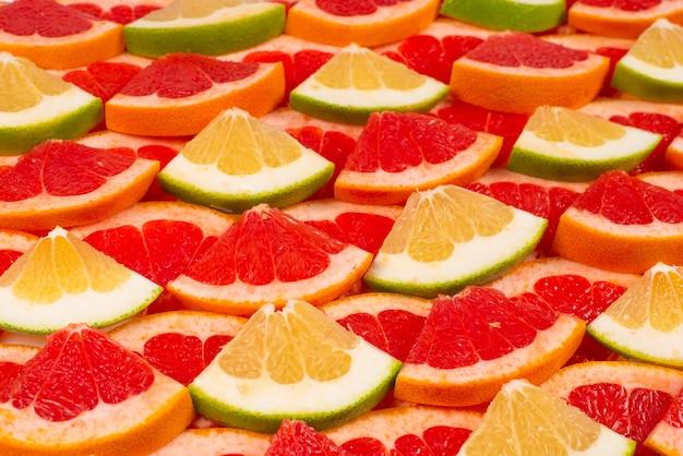 Fatias suculentas de pomelo e toranja