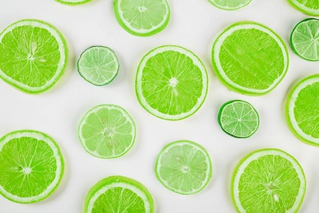 Fatias verdes de citrinos