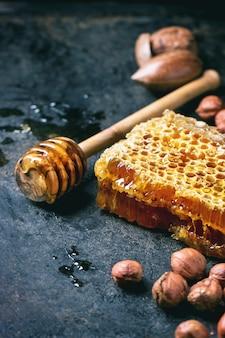 Favo de mel e nozes