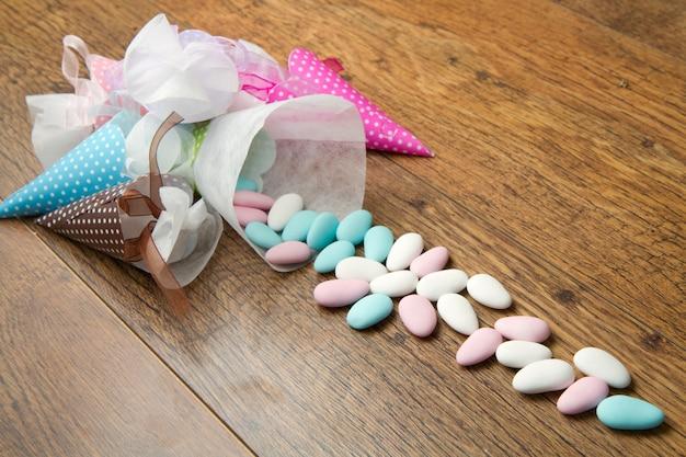 Favores de doces coloridos