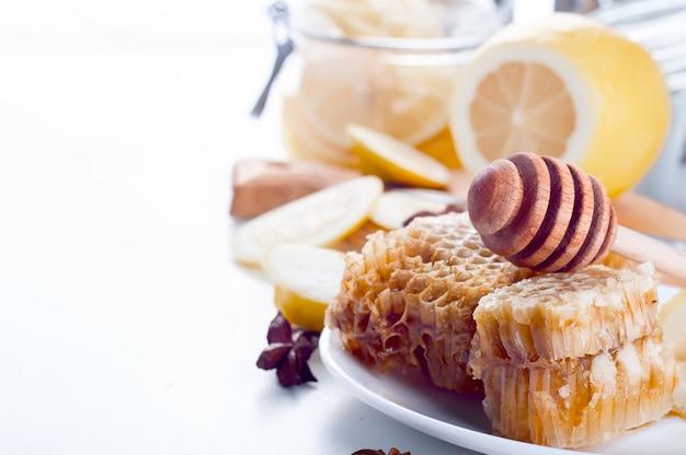 Favos de mel doces com limão
