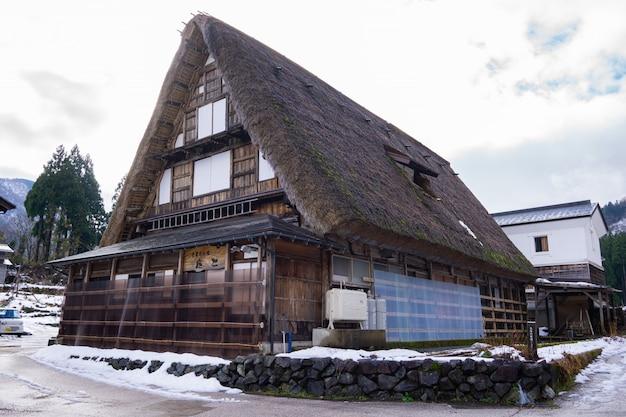 Fazenda de madeira heritage na famosa vila do japão.