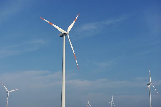 Fazenda de turbinas eólicas, hélices elétricas