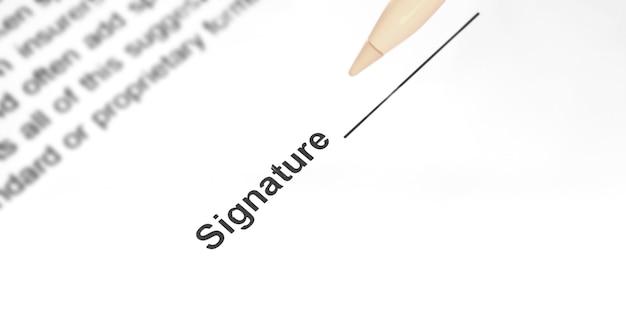 Fazendo assinatura no conceito de tela. assinando o documento com assinatura eletrônica, close-up, foto do banner