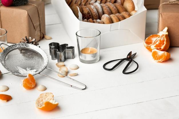 Fazendo biscoitos de gengibre e laranja