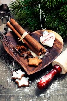 Fazendo biscoitos de natal