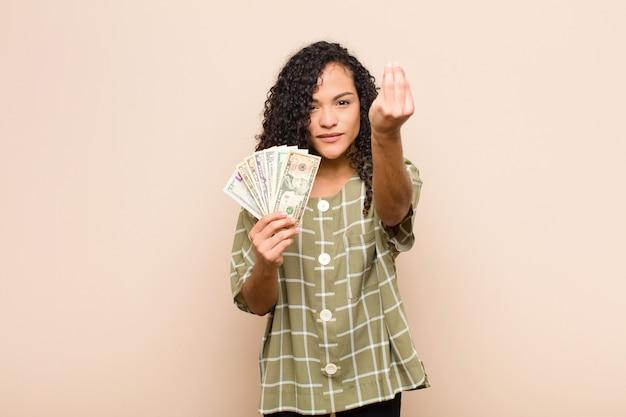Fazendo capice ou gesto de dinheiro, dizendo para você pagar suas dívidas!