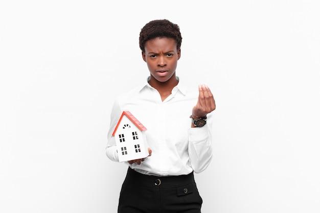 Fazendo capice ou gesto de dinheiro, dizendo para você pagar suas dívidas! Foto Premium