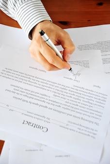 Fazendo contrato de negócios