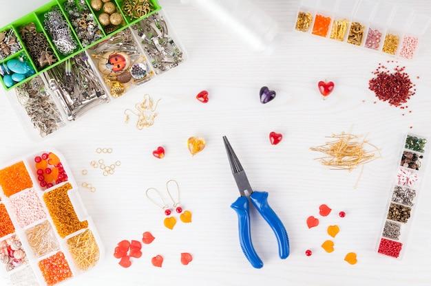 Fazendo jóias artesanais