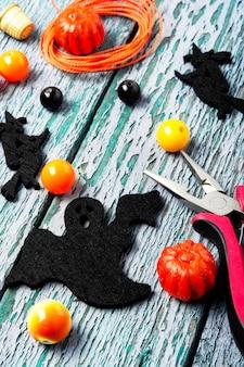 Fazendo jóias para o halloween