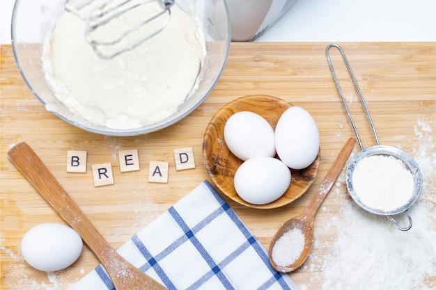Fazendo massa para pão ou assados caseiros