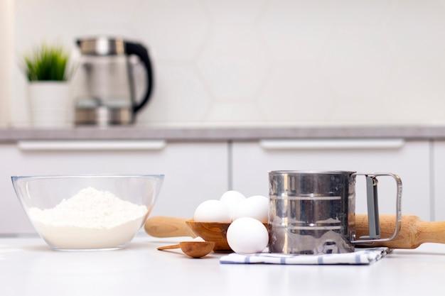 Fazendo massa para pão ou caseiro