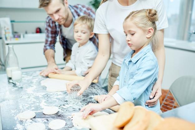 Fazendo pastelaria