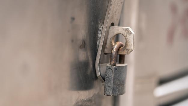 Fechadura com chave de porta