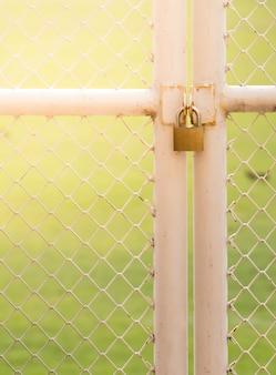 Fechadura com chave mestra, porta do estádio