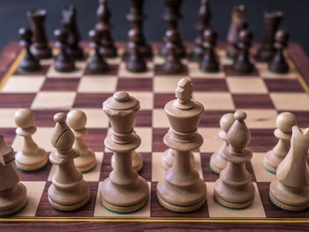 Fechar a primeira posição padrão no tabuleiro de xadrez antes do primeiro movimento