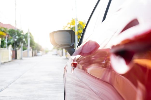 Fechar carro na rua automotiva