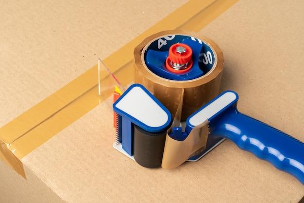 Fechar foto de uma pilha de caixas de mudança