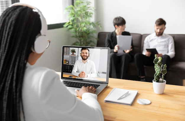 Fechar videochamada com colegas