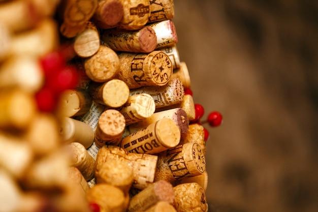 Feche a coleção de rolhas de vinho. instalação