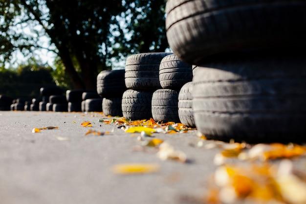 Feche a linha de pneus