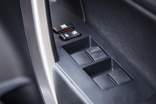 Feche a maçaneta da porta do carro com controles e ajustes do windows