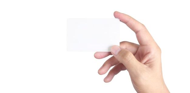 Feche a mão segurando o cartão virtual