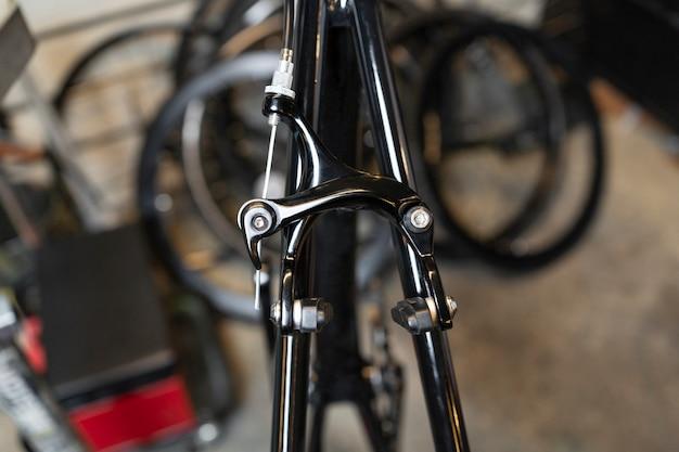 Feche a parte da bicicleta com o fundo desfocado