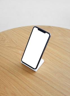 Feche a tela em branco do celular