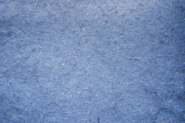 Feche a textura azul de papel artesanal amassado e o fundo com espaço de cópia