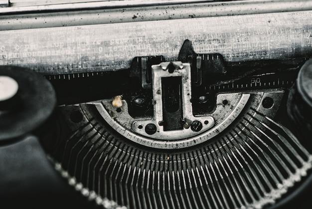 Feche acima da imagem da máquina de escrever