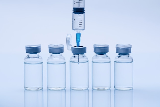 Feche acima da vacina médica