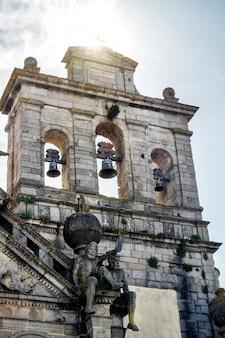 Feche acima da vista da igreja de graca situada na cidade de évora, portugal.