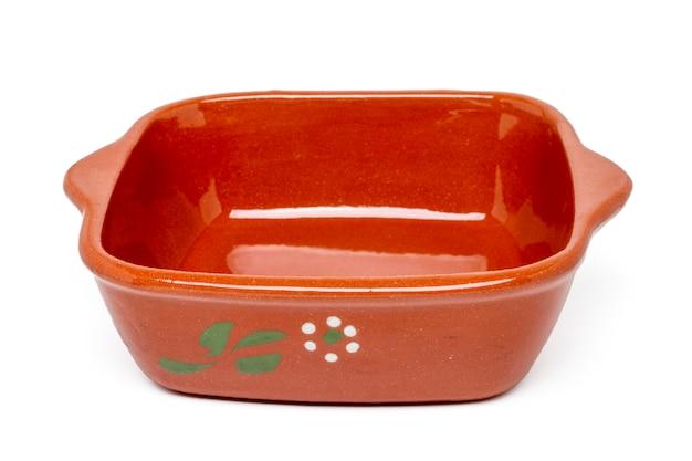Feche acima da vista de uma cerâmica portuguesa tradicional para cozinhar refeições do forno.
