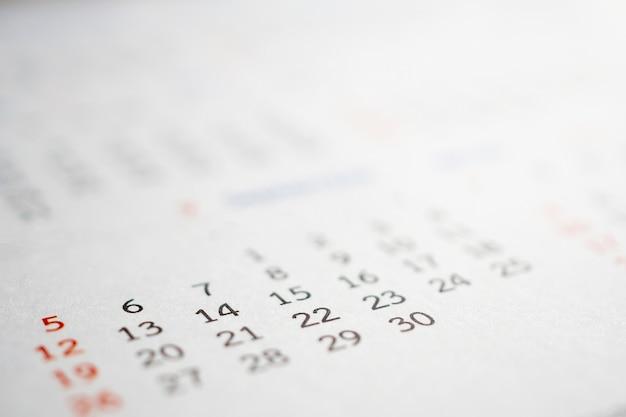 Feche acima das datas da página do calendário resumo fundo desfocado planejamento de negócios compromisso reunião conceito