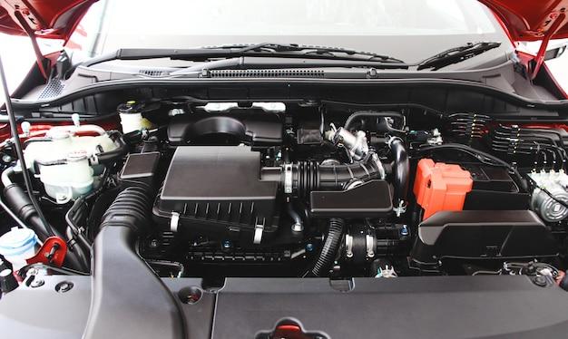 Feche acima do detalhe do motor do carro. conceito automotivo de reparação de automóveis de manutenção.
