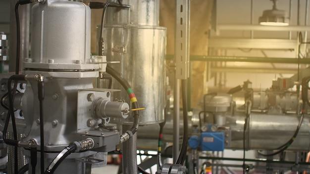 Feche acima do equipamento ou do vale de controle para a instalação petroquímica, futuro da tecnologia do sistema