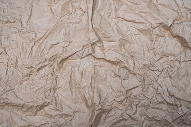 Feche acima do fundo velho da textura do papel amassado amassado