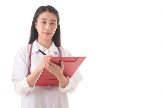 Feche acima do médico bem sucedido asiático médico fazendo anotações durante a conferência ou relatório;
