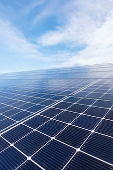 Feche acima do telhado solar