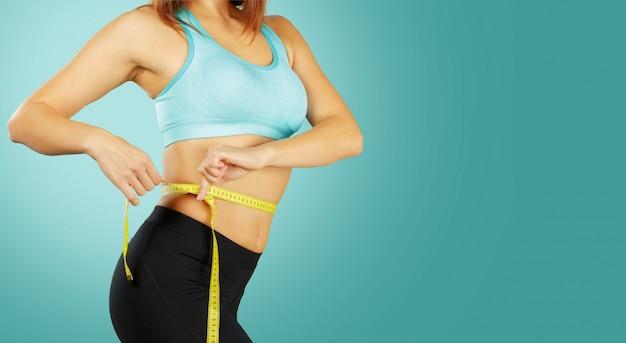 Feche acima do torso da mulher do ajuste. mulher, com, perfeito, abdome, músculos